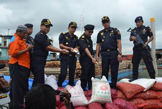 Penggagalkan Penyelundupan Barang Ekspor dan Impor